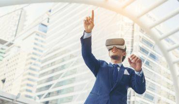VR-business-man-jcomp-Freepik